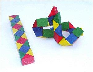 Česká dřevěná hračka Dřevěný hlavolam had barevný