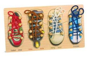 Small foot by Legler Small Foot Motorická hra na provlékání zavazování tkaniček